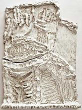 syv relieffer, glaseret stentøj