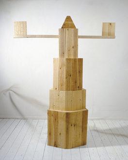 Skulpturalfabet. 210x160x50 cm. Forskallingsbrædder.