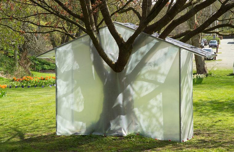 """""""Shelters"""", fra udstillingen """"Udenfor"""", Viborg Kunsthal"""